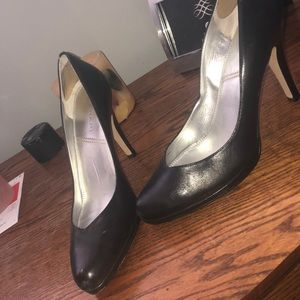 Black Tahari pumps